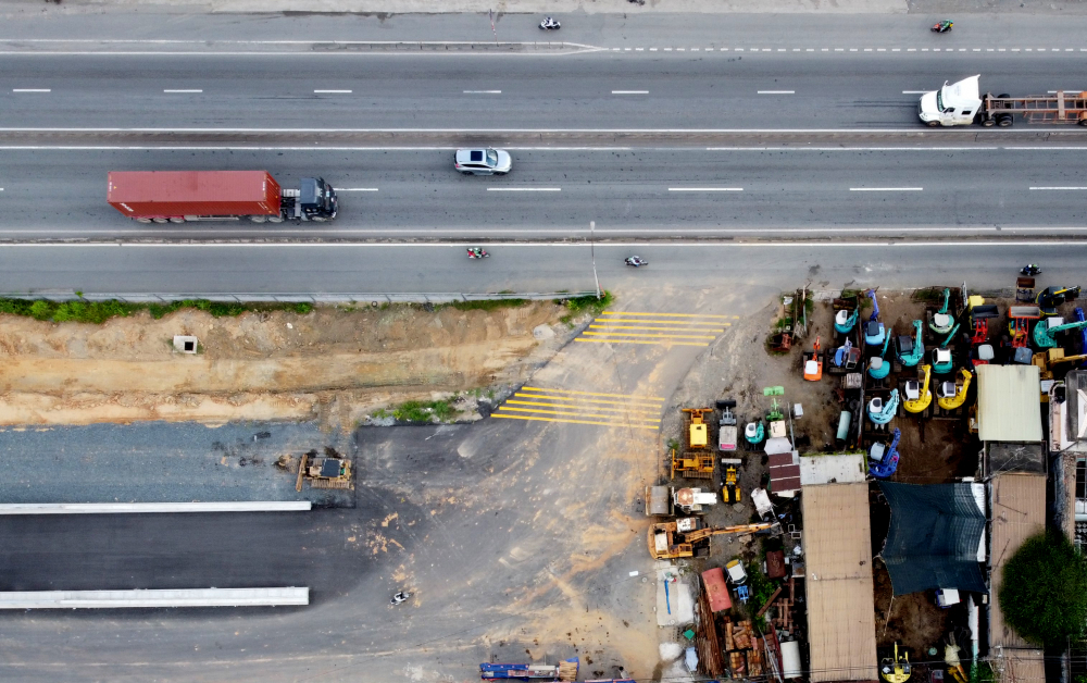 Đoạn cuối hầm tiếp giáp với xa lộ Hà Nội. Khi đưa vào sử dụng, hầm chỉ dành cho xe máy và ô tô con lưu thông