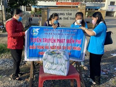 Hội LHPN huyện Châu Thành tuyên truyền phòng chống dịch bệnh, phát khẩu trang miễn phí cho bà con nhân dân trên địa bàn