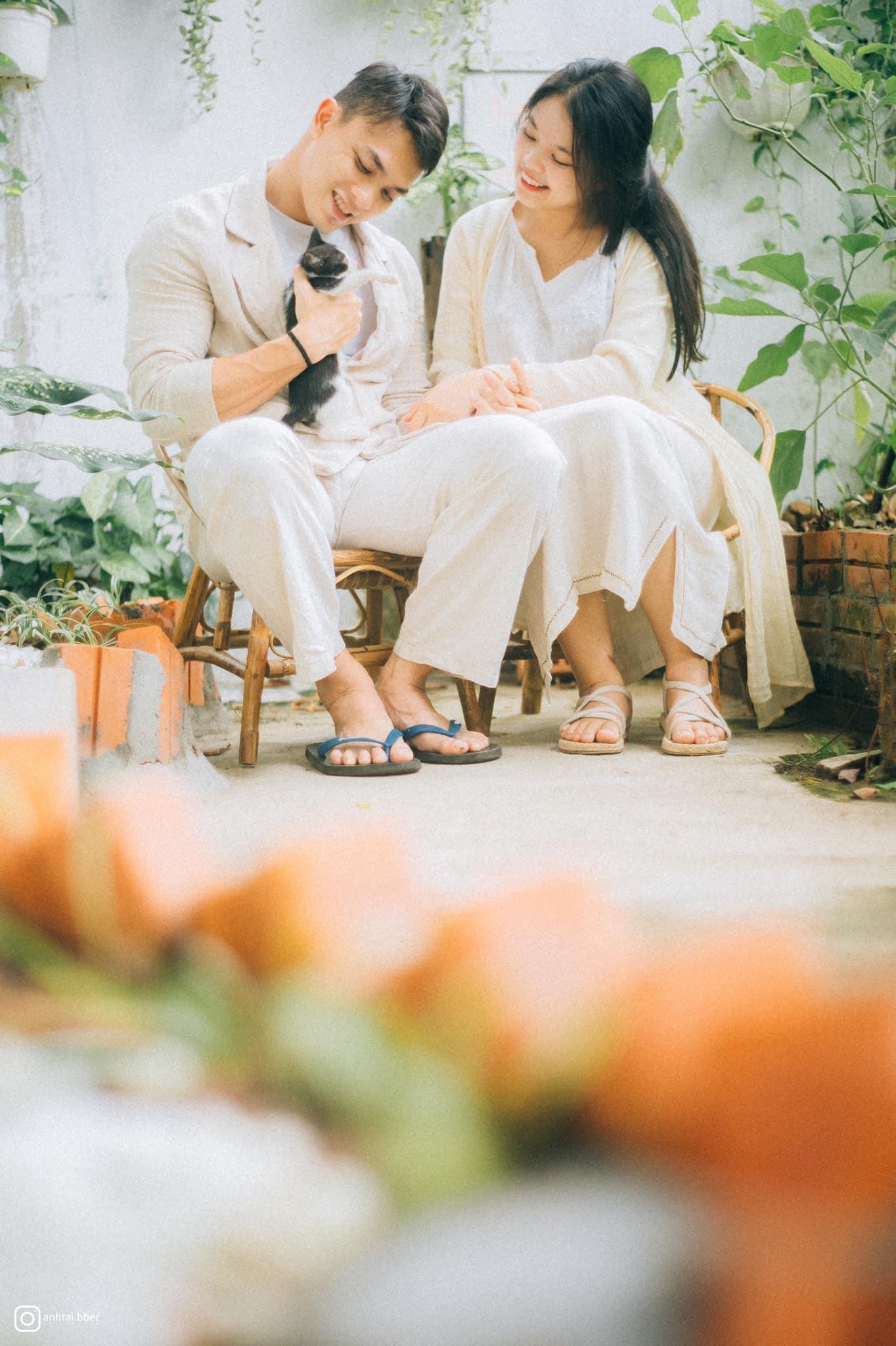 Sát cánh cùng cô là người bạn đời luôn hiểu và đồng thuận mọi việc làm của vợ (Ảnh nhân vật cung cấp)