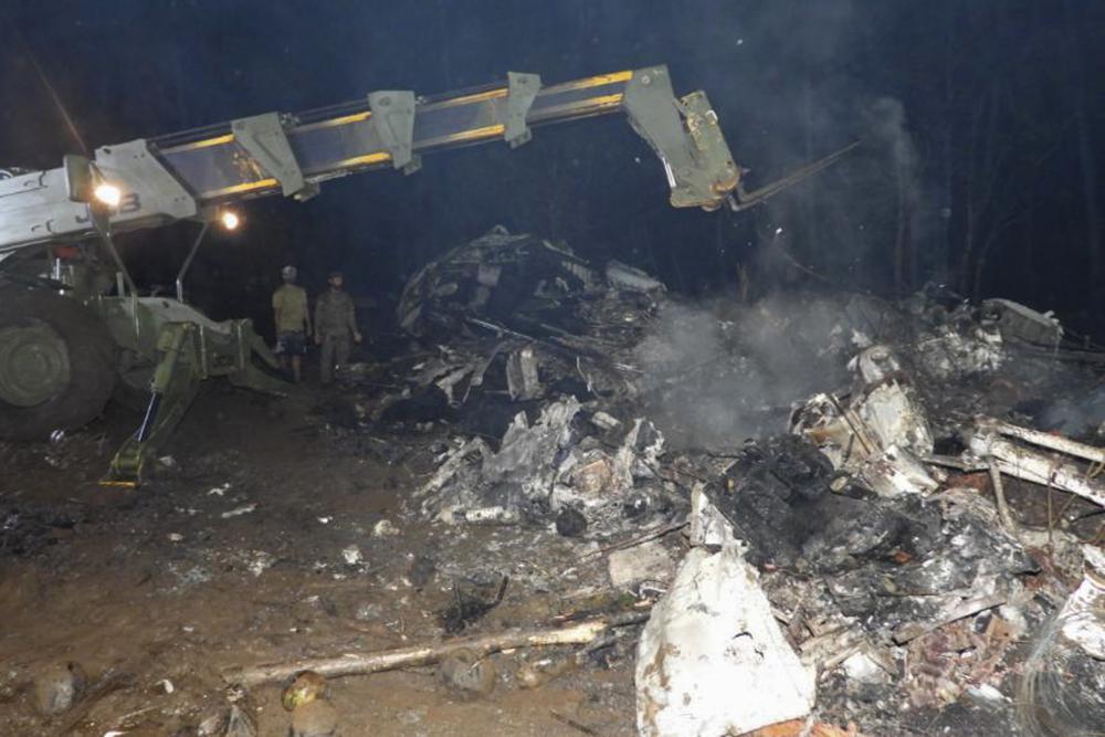 Vụ tai nạn khiến chiếc máy bay phát nổ làm nhiều người thiệt mạng, bao gồm cả dân thường trên mặt đất