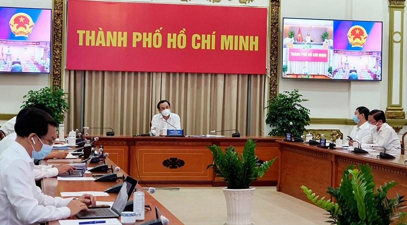 Bí thư Thành ủy Nguyễn Văn Nên tại cuộc họp sáng 5/7/2021