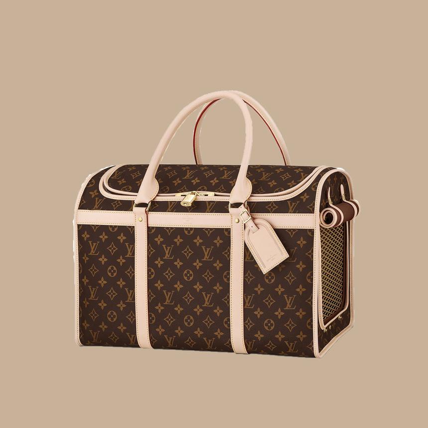 Mẫu túi vận chuyển chó mèo của Louis Vuitton được đánh giá cao bởi sự sang trọng và thoải mái. Khách hàng đánh giá cao sản phẩm bởi lớp lưới nằm bên sườn, giúp thú cưng dễ thở khi di chuyển. Sản phẩm này có giá 92 triệu đồng.