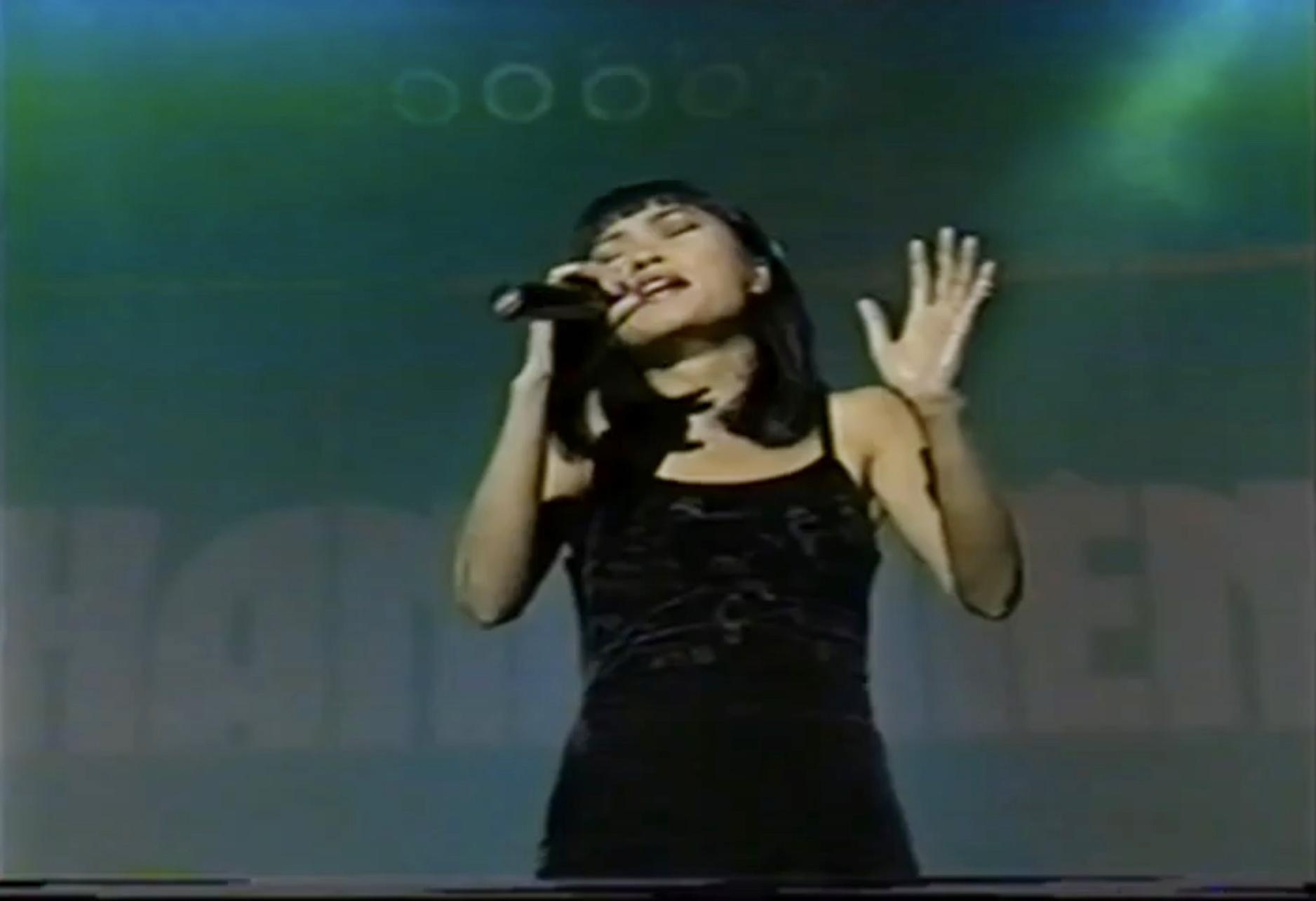 Phương Thanh hát Ta chẳng còn ai trong chương trình Duyên dáng Việt Nam 1997