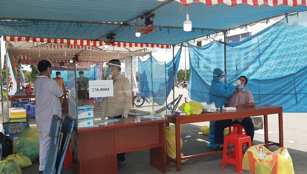 Chốt kiểm soát dịch bệnh ngay chân cầu Mỹ Thuận phát hiện ca dương tính với SARS-CoV-2