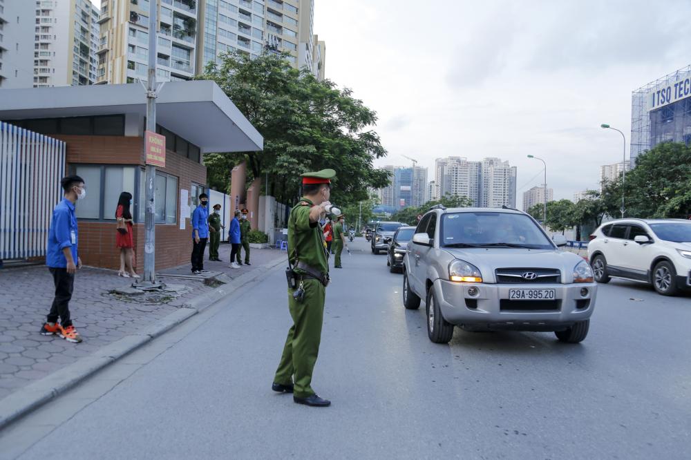 Từ rất sớm lực lượng chức năng đã có mặt để điều tiết giao thông, đảm bảo an ninh trật tự.