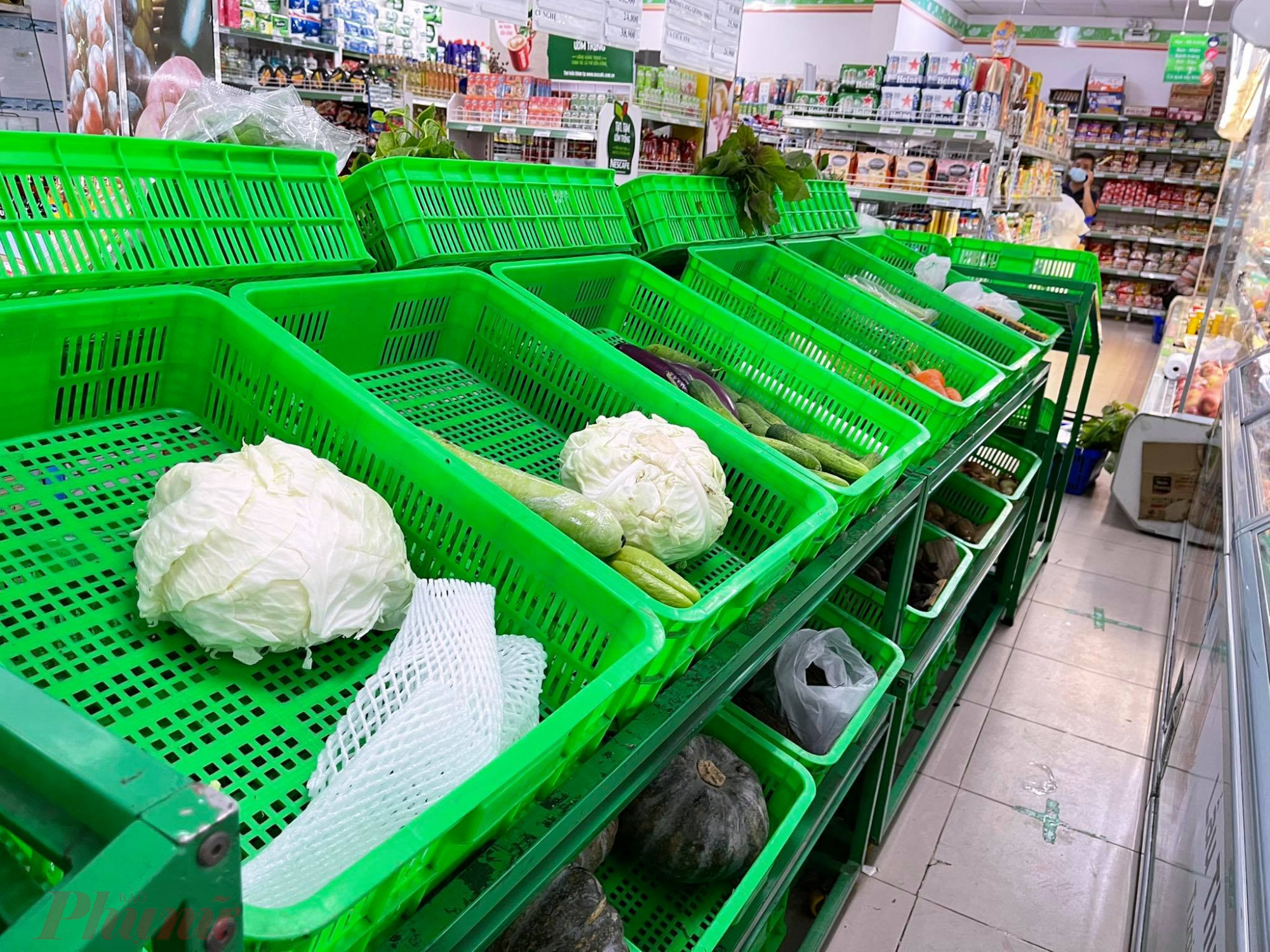 Tại Satra Lê Đức Thọ  (Q.Gò  Vấpp, TPHCM), các  quầy rau  củ đã hết sạch.