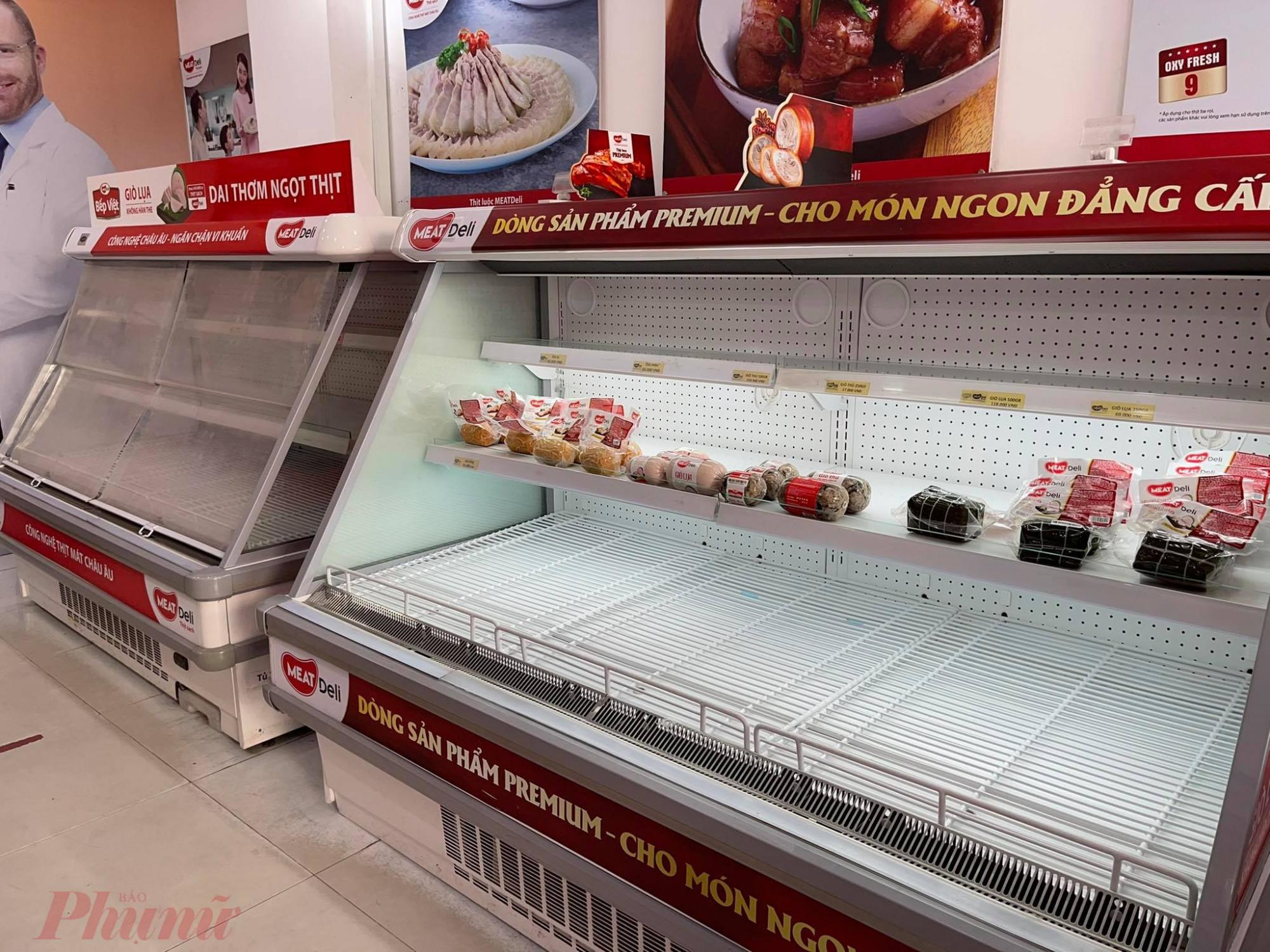 Riêng cửa  hàng  thịt  sạch  Meat Deli  Lê Thị Hồng (Q.Gò  Vấp) thì  hoàn toàn không còn sản phẩm nào