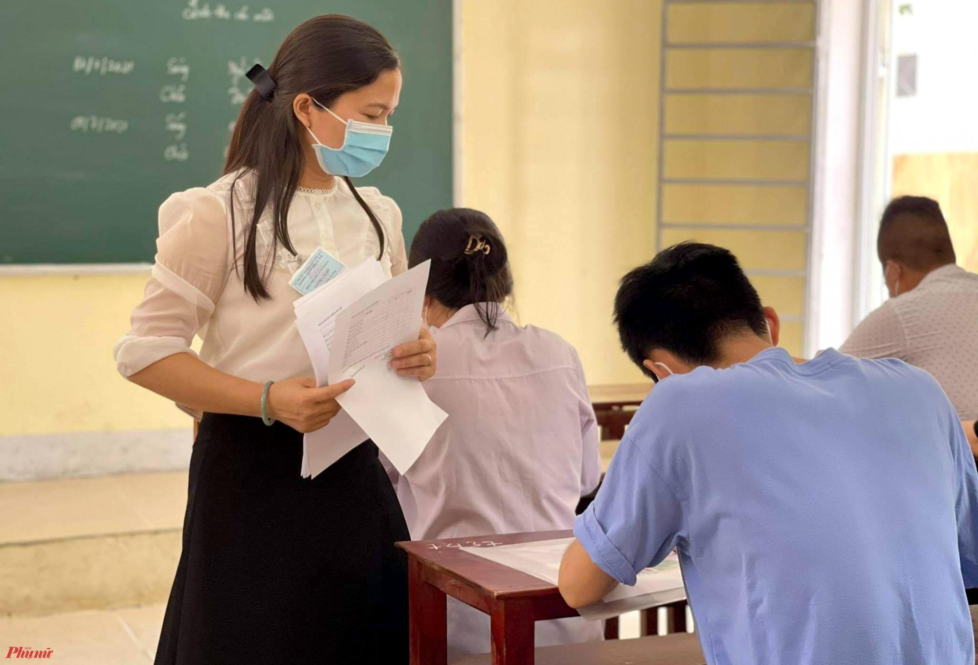 Thí sinh được nhắc nhở luôn đeo khẩu trang trong quá trình làm bài thi