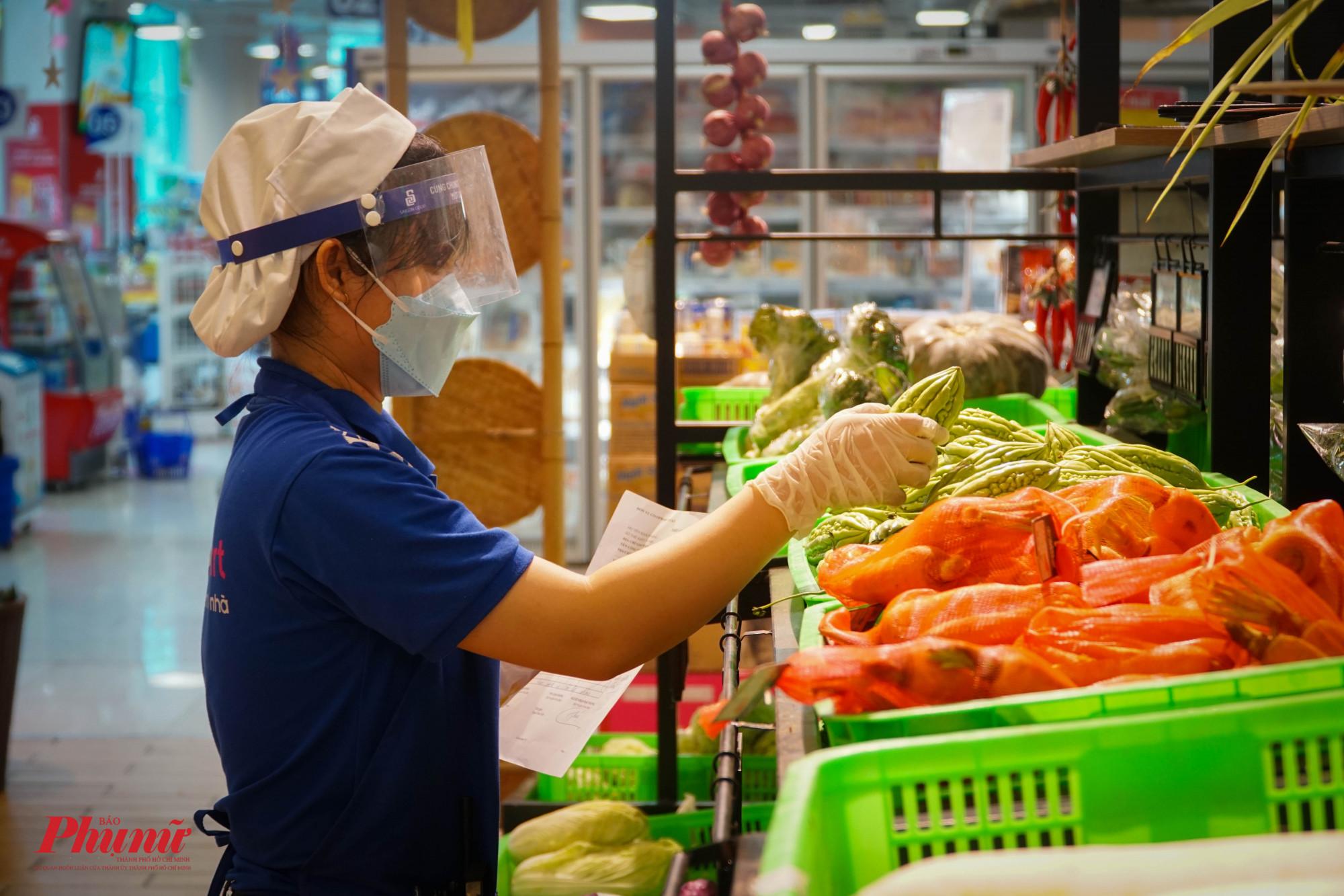 Bộ Công thương khẳng định, nguồn hàng thiết yếu cung ứng cho thị trường TPHCM rất dòi dào
