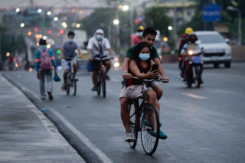Dù vậy, mọi người ở Philippines phải tiếp tục tuân thủ các quy trình y tế theo quy định, bao gồm đeo khẩu trang ở nơi công cộng