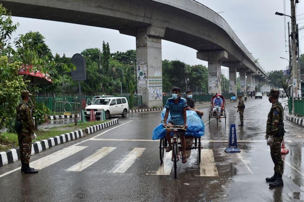 Quân đội Bangladesh được huy động để giúp thực thi lệnh phong tỏa