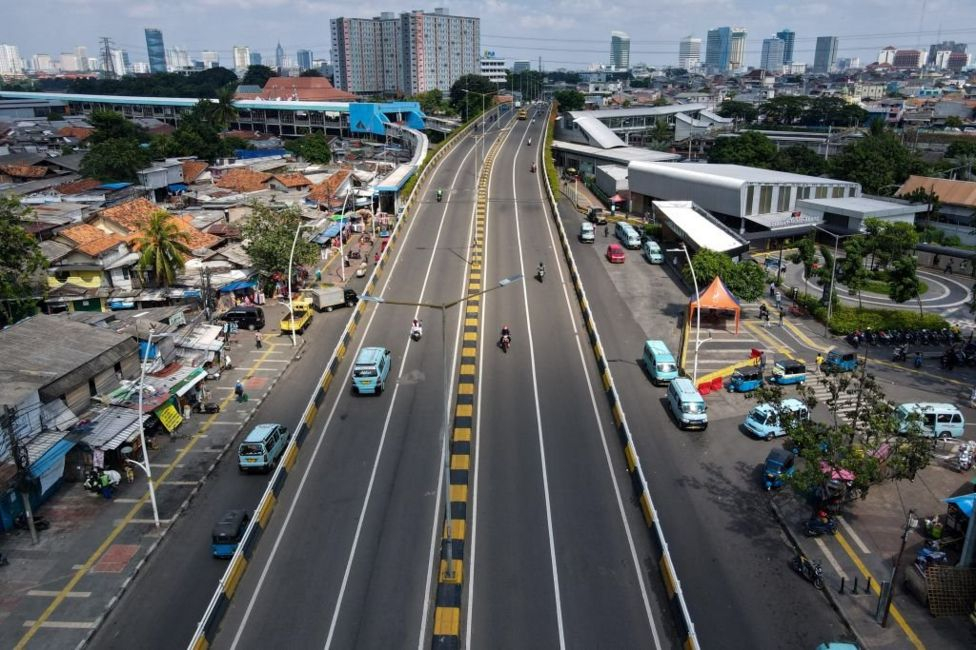 Các con đường ở Jakarta gần như hoang vắng trong thời kỳ phong tỏa, dự kiến kéo dài cho đến ngày 20/7