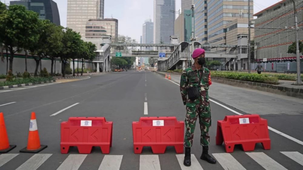 Quân đội và cảnh sát đang được triển khai để thực thi các hạn chế di chuyển ở Jakarta