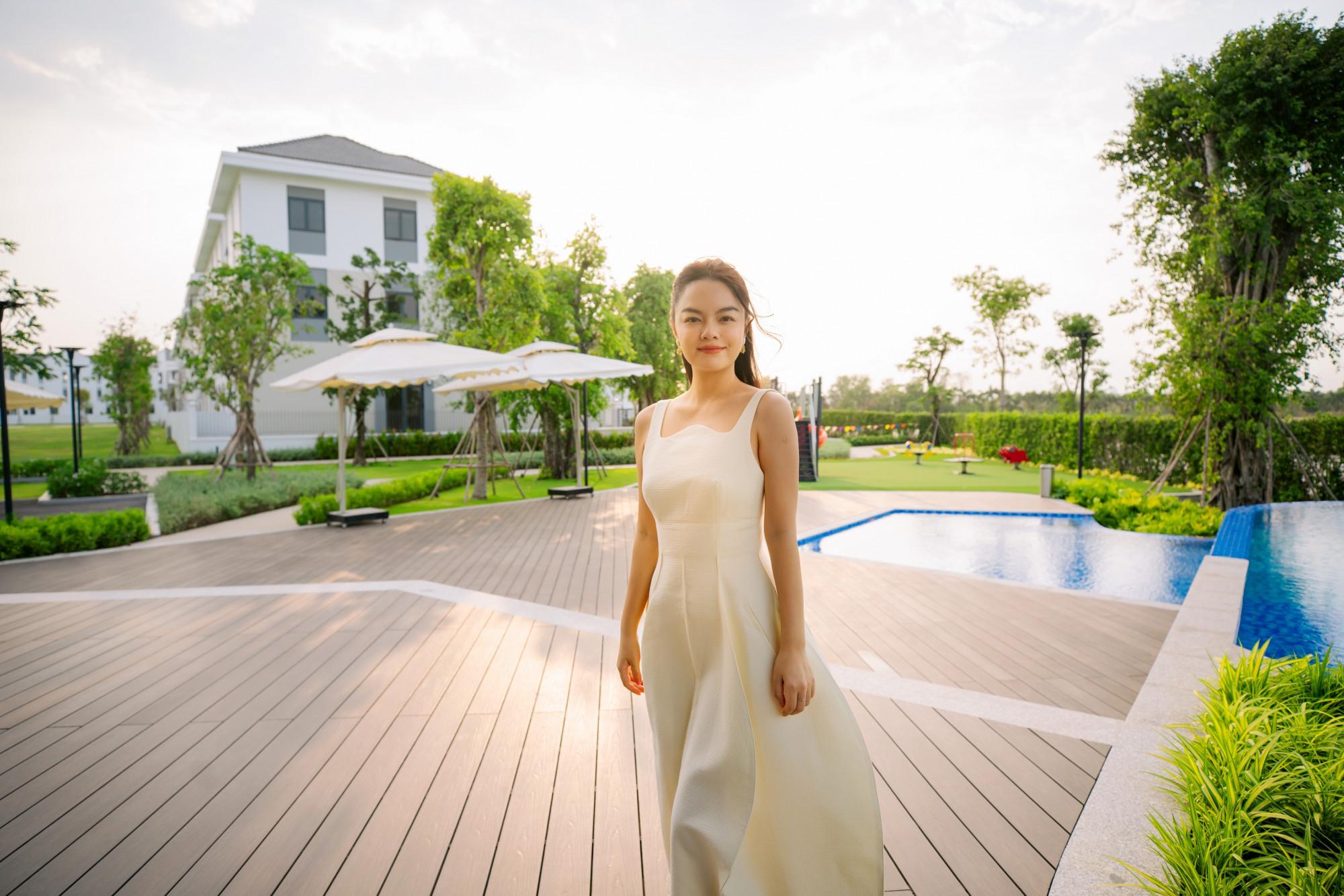 Sở hữu hai nhà phố tại Aqua City, Phạm Quỳnh Anh mong một ngày không xa cả gia đình tận hưởng cuộc sống tươi đẹp tại nơi này -  Ảnh: Novaland