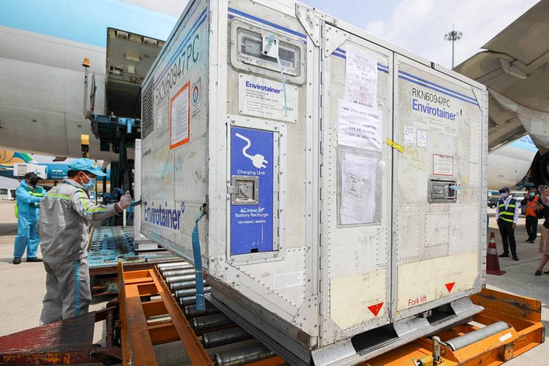Tính tới sáng nay, đã có 3 lô vắc xin của AstraZeneca do VNVC đặt mua đã về tới Việt Nam