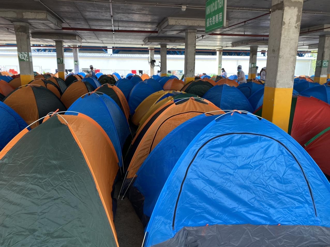 Công ty Nidec Sankyo Khu công nghệ cao, thành phố Thủ Đức bố trí lều cho công nhân ở lại nhà máy khi phát hiện ca nhiễm Covid-19.