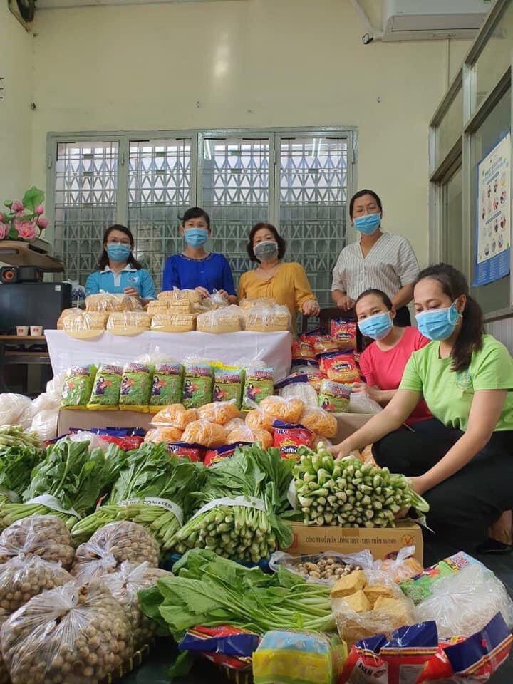 Hội LHPN Phú Nhuận hỗ trợ 6,25 tấn rau củ cho người dân có hoàn cảnh khó khăn trong 3 ngày thực hiện Chỉ thị 16.