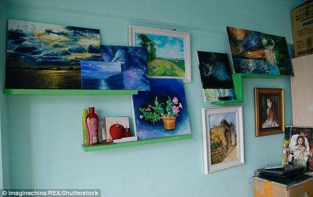 Những tác phẩm hội họa của cô Zhang được trưng bày trên gian hàng online để những người yêu thích hội họa có thể ghé thăm - Ảnh: Daily Mail