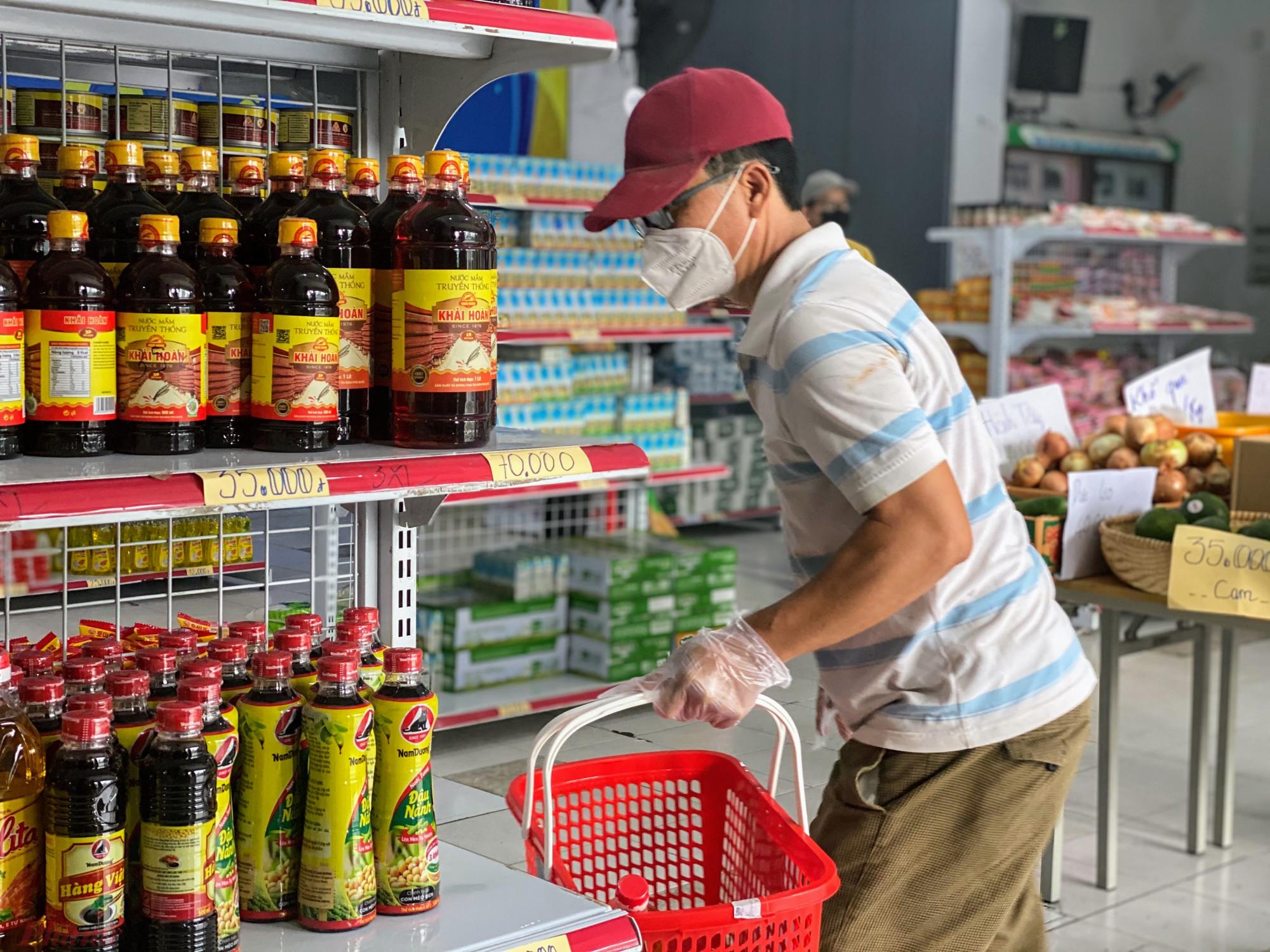 Đa số người dân sẽ lựa chọn đủ hết các mặt hàng trong siêu thị, mỗi thứ một sản phẩm để đảm bảo đồ dùng trong nhà.