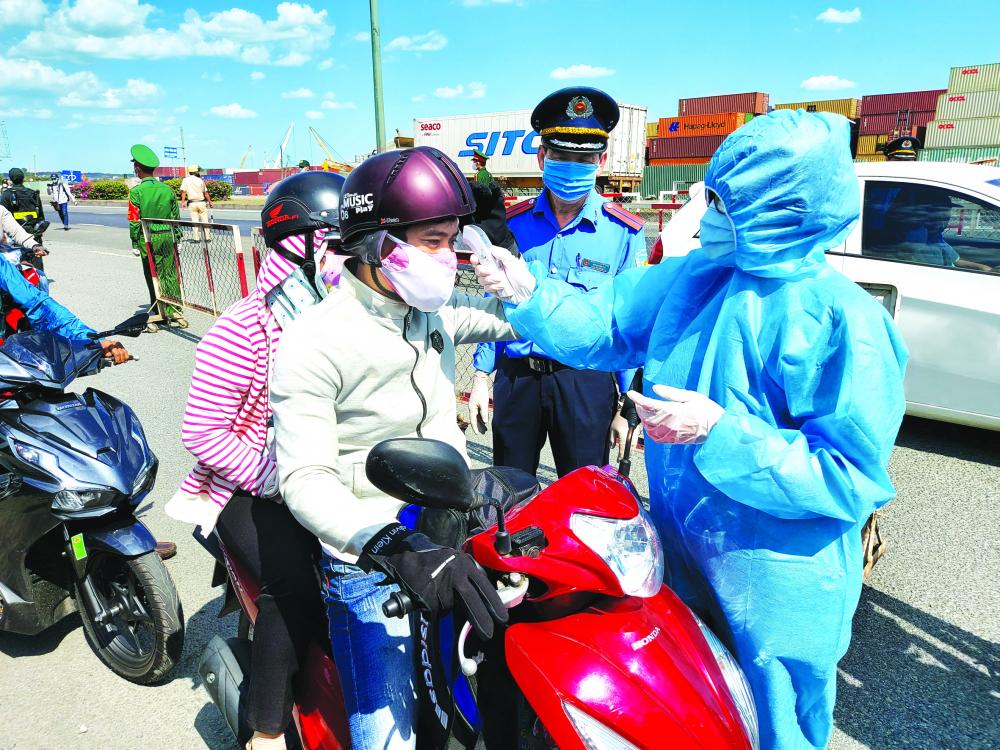 Ngày thứ ba TPHCM thực hiện Chỉ thị 16, tình hình giao thông đã thông thoáng, nhưng người dân đi lại còn nhiều
