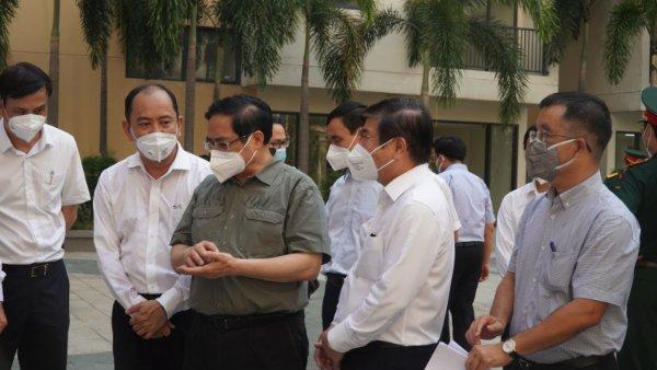Thủ tướng Phạm Minh Chính cùng đoàn công tác kiểm tra các cơ sở điều trị COVID-19 tại TPHCM