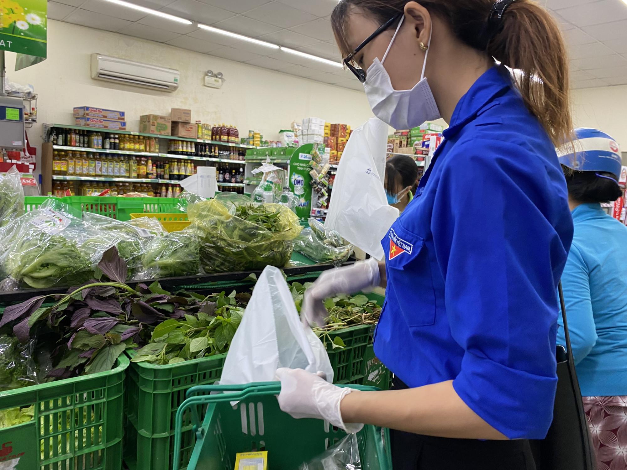 Chương trình đi chợ giúp dân của đoàn thành niên và hội phụ nữ phường Cát Lái, thành phố Thủ Đức chính thức hoạt động từ hôm nay 11/7.
