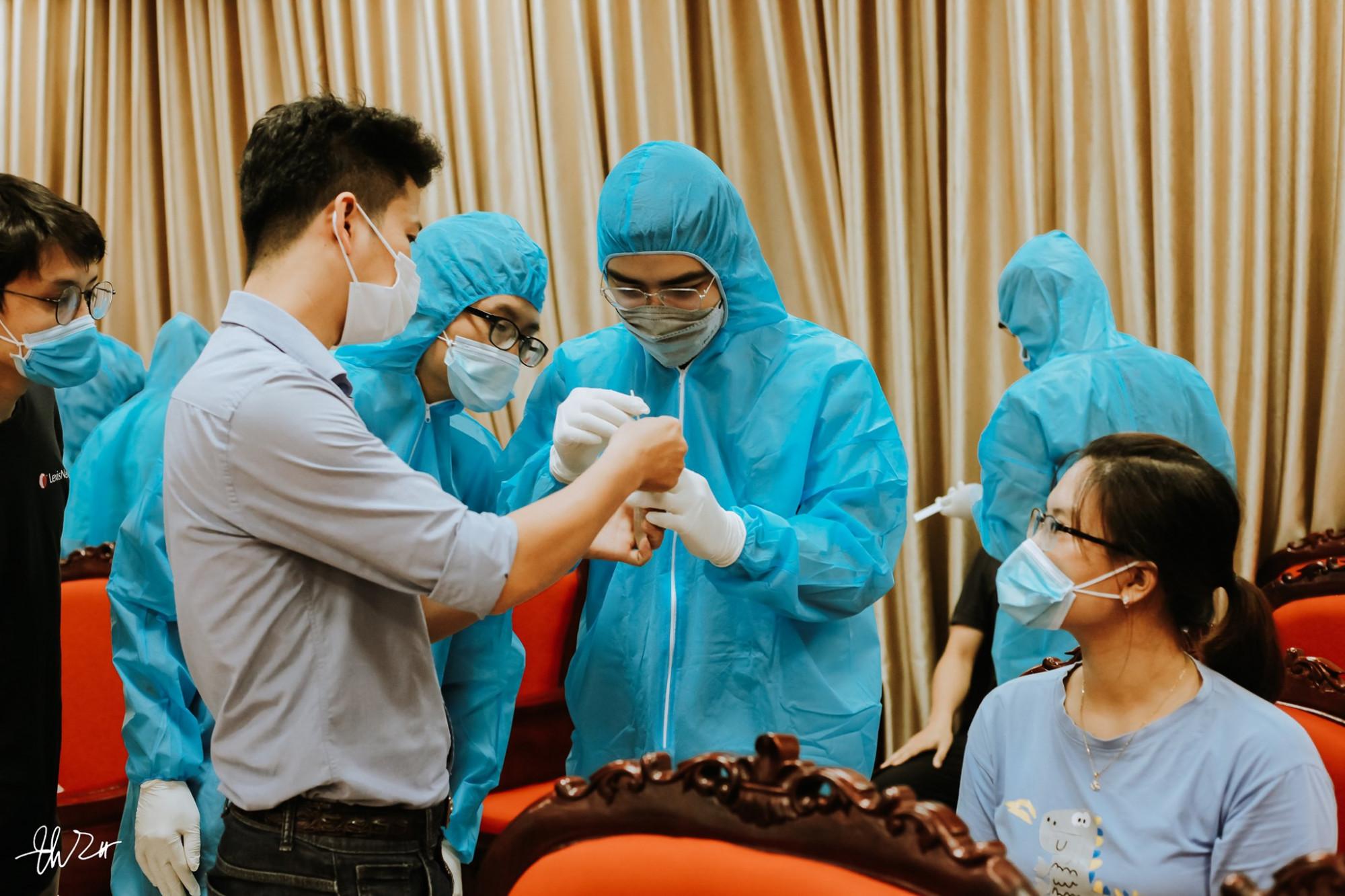 Tập huấn sinh viên trước khi tham gia chống dịch tại Trường Đại học Y Thái Bình