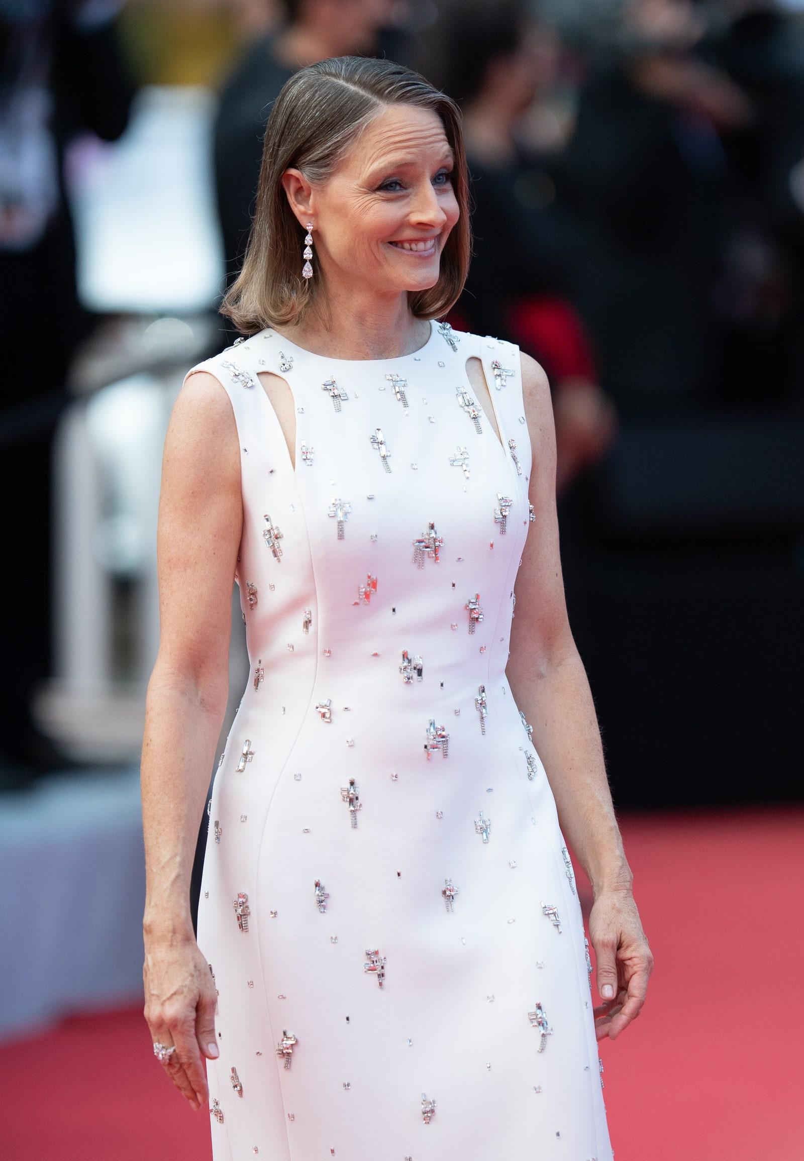 Jodie Foster tại thảm đỏ Liên hoa phim Cannes 2021.