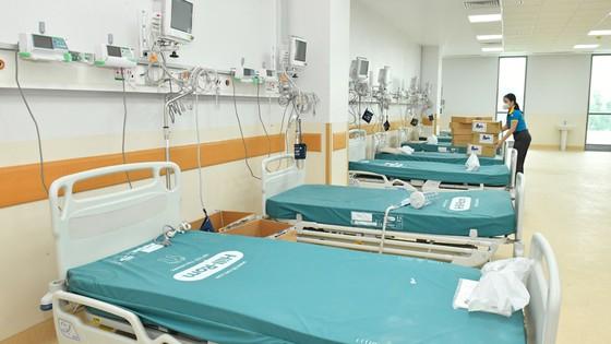 Chuẩn bị trang thiết bị để vận hành Bệnh viện Hồi sức COVID-19 sớm nhất. Ảnh: Anh Dũng.