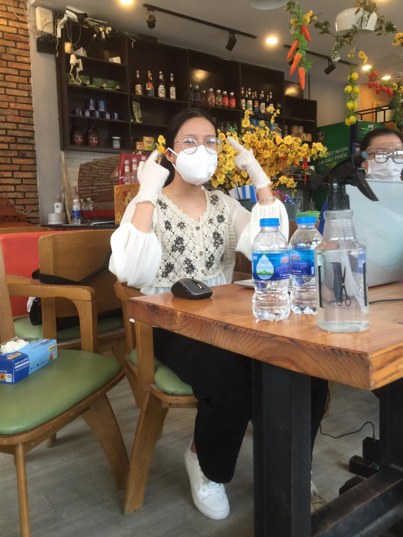 Con gái làm việc trong tổ nhập liệu xét nghiệm COVID-19 trong cộng đồng