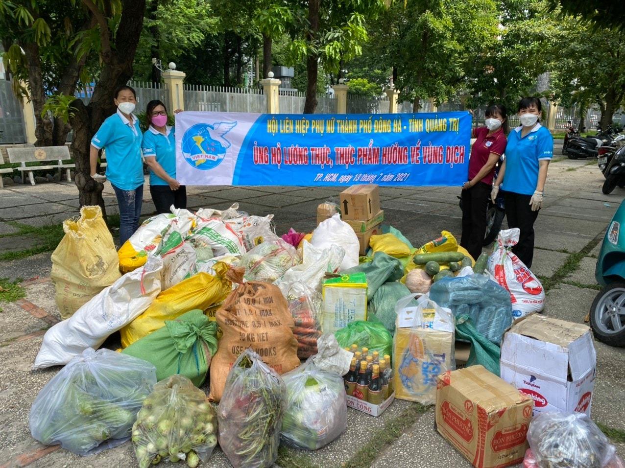 Hội LHPN các quận huyện TP. HCM đón nhận món quà tiếp sức từ Hội LHPN TP. Đông Hà (Quảng Trị)