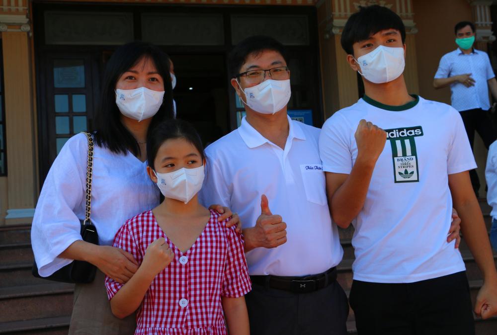 Trưởng đoàn công tác - ông Phan Hải Thanh, Phó Giám đốc Bệnh viện Quốc tế - Bệnh viện Trung ương Huế đã hứa sẽ nỗ lực hết mình, quyết tâm hoàn thành cao nhất nhiệm vụ được giao, góp phần chung tay đẩy lùi dịch bệnh.