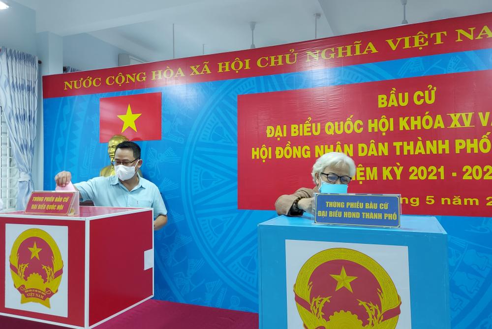 Cử tri TPHCM đi bầu cử đạt tỷ lệ trên 99,38%. Ảnh: Tam Bình.