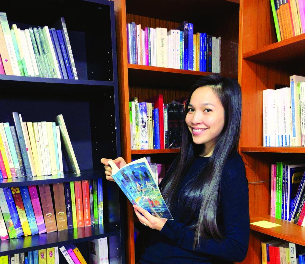 Phước hạnh phúc vì tủ sách của mình ngày càng có nhiều bạn đọc