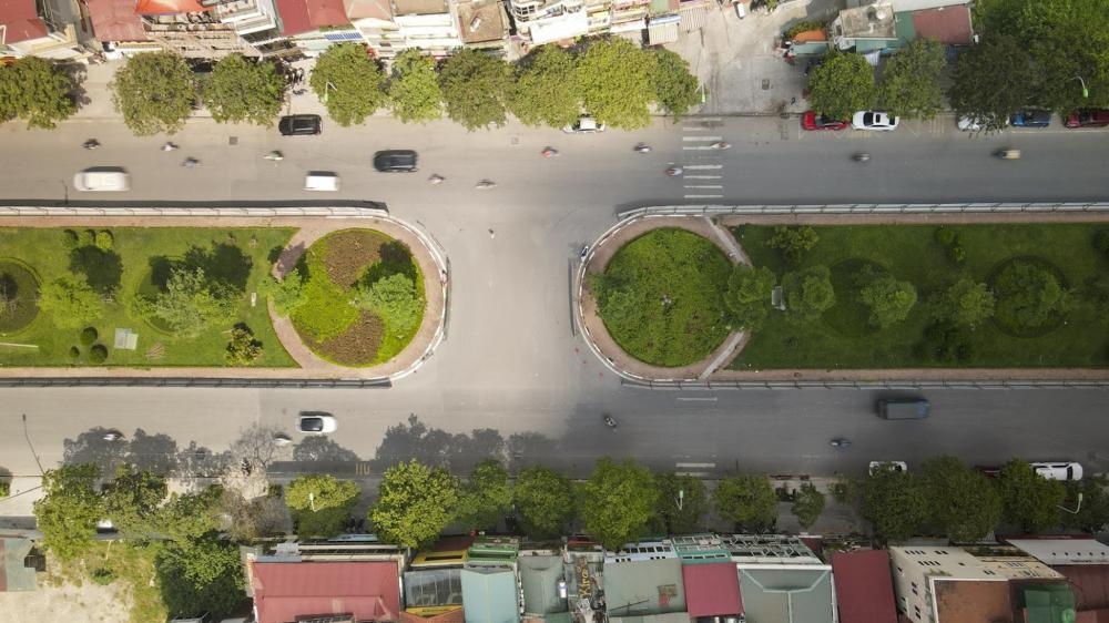 Trước đó, để giảm ùn tắc giao thông, Hà Nội cũng đã 'xén' dải phân cách trên nhiều tuyến đường như Nguyễn Chí Thanh, Vành đai 3...