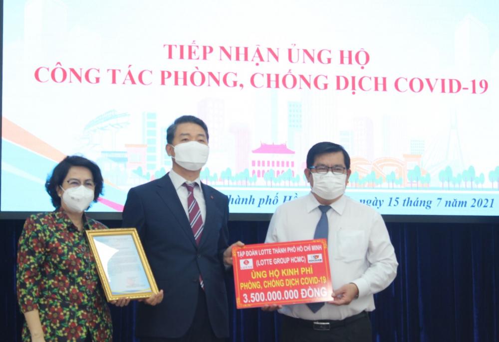 Tập đoàn Lotte của Hàn Quốc nói riêng và doanh nghiệp Hàn Quốc tại TPHCM nói chung tích cực đóng góp cho công tác phòng, chống dịch của TP.