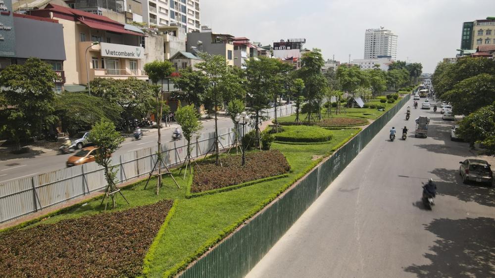 Do lượng giao thông trên đường Liễu Giai ngày càng lớn, nhu cầu chống ùn tắc ở khu vực này tăng lên. Chính vì vậy, Sở GTVT Hà Nội vừa thông báo phương án rào chắn, tổ chức phân luồng giao thông phục vụ thi công điều chỉnh kích thước dải phân cách để mở rộng mặt đường.