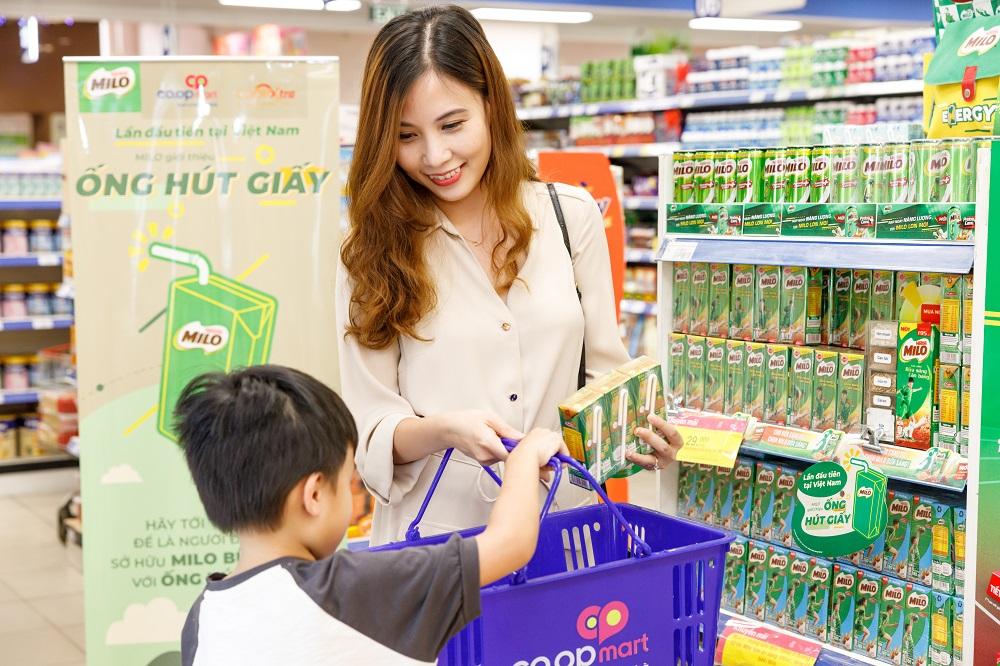 Nestlé tiên phong đưa vào sử dụng ống hút giấy trên các sản phẩm sữa MILO uống liền với quy mô lớn - Ảnh: Nestlé Việt Nam