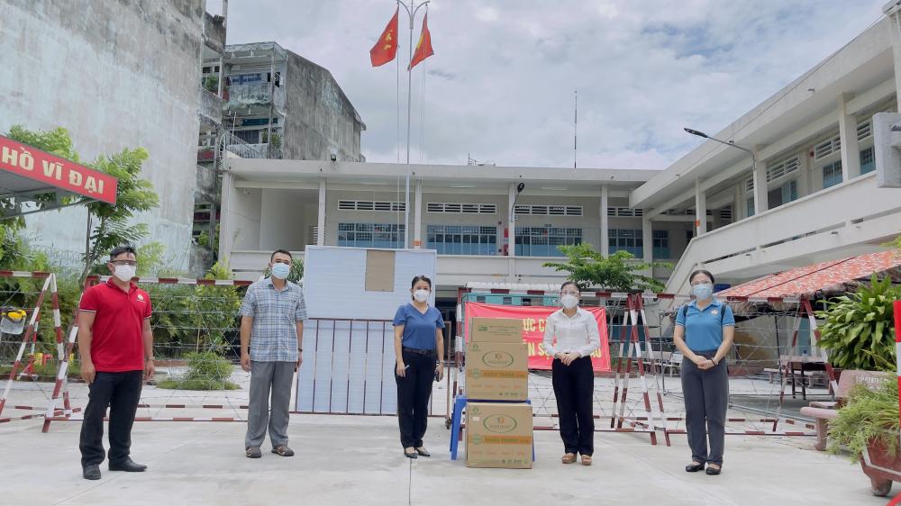Đoàn công tác do Phó Chủ tịch Ủy ban MTTQ Việt Nam TPHCM Phan Kiều Thanh Hương đến thăm, động viên và tặng quà tại