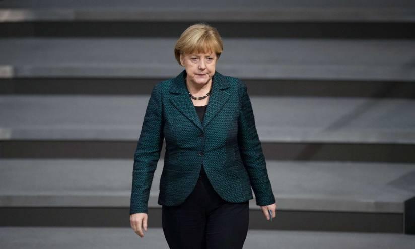 Thủ tướng Angela Merkel yêu thích phong cách thời trang tối giản.