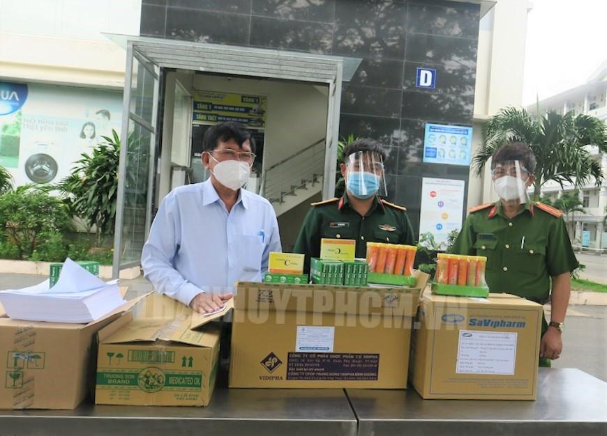Phó trưởng Ban Dân vận Thành ủy TPHCM Lê Văn Tân Ký túc xá trường Cao đẳng Công thương, Học viện chính trị Quốc gia Hồ Chí Minh khu vực 2 và Ký túc xá trường Bưu chính viễn thông.