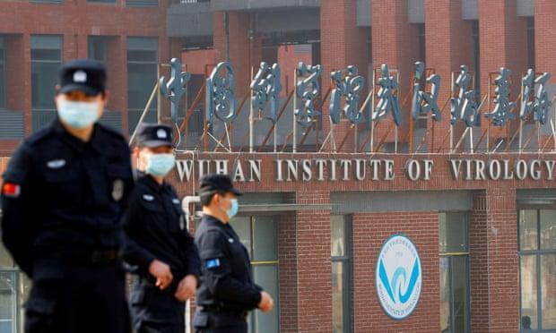 Lực lượng bảo vệ bên ngoài Viện virus học Vũ Hán.