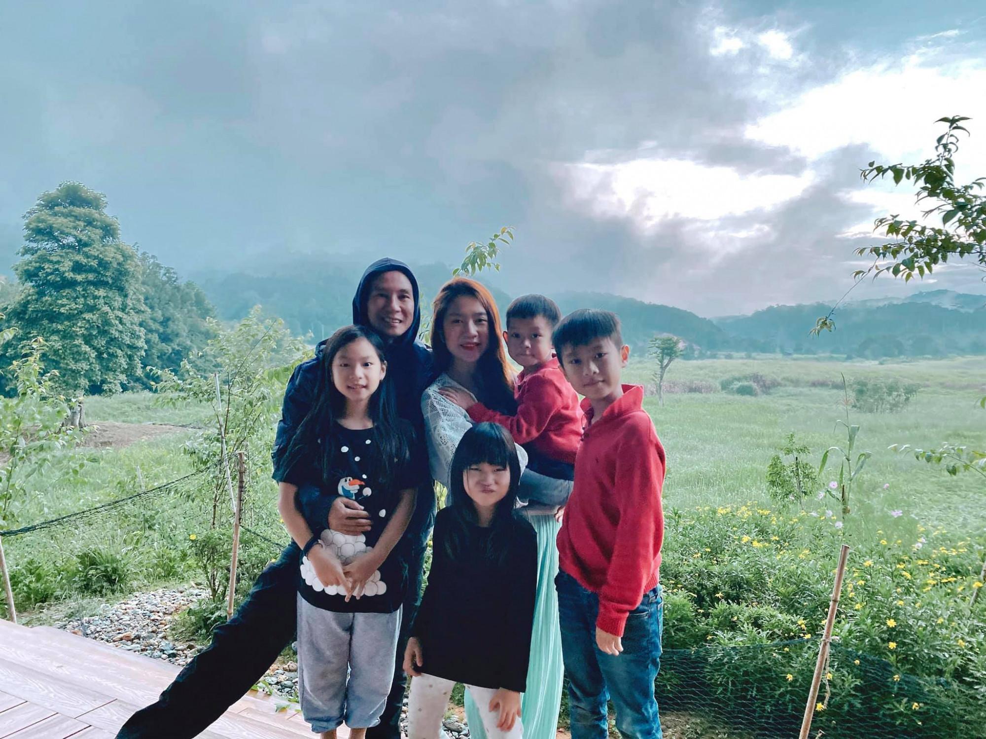 Gia đình Lý Hải kịp về nông trại trước khi dịch bệnh căng thẳng hơn.