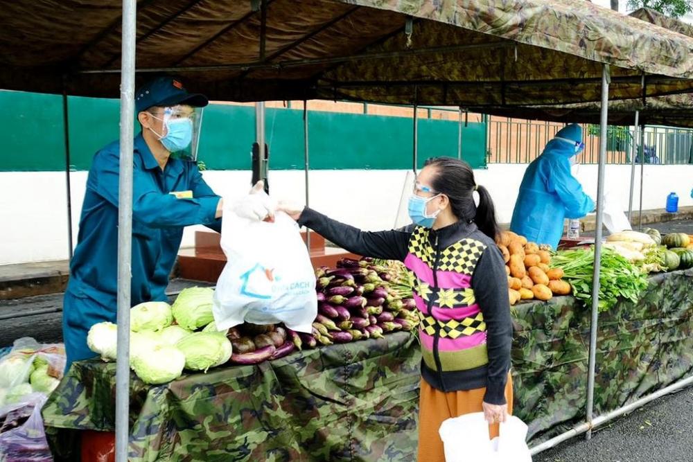 Gian hàng 0 đồng góp phần hỗ trợ người yếu thế trong thời gian thực hiện giãn cách xã hội tại quận Gò Vấp.