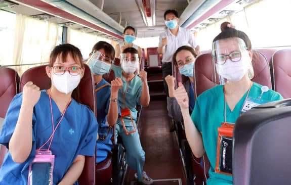 Ảnh: Xe của Công ty Phương Trang vận chuyển lực lượng y tế chống dịch ở TP.HCM