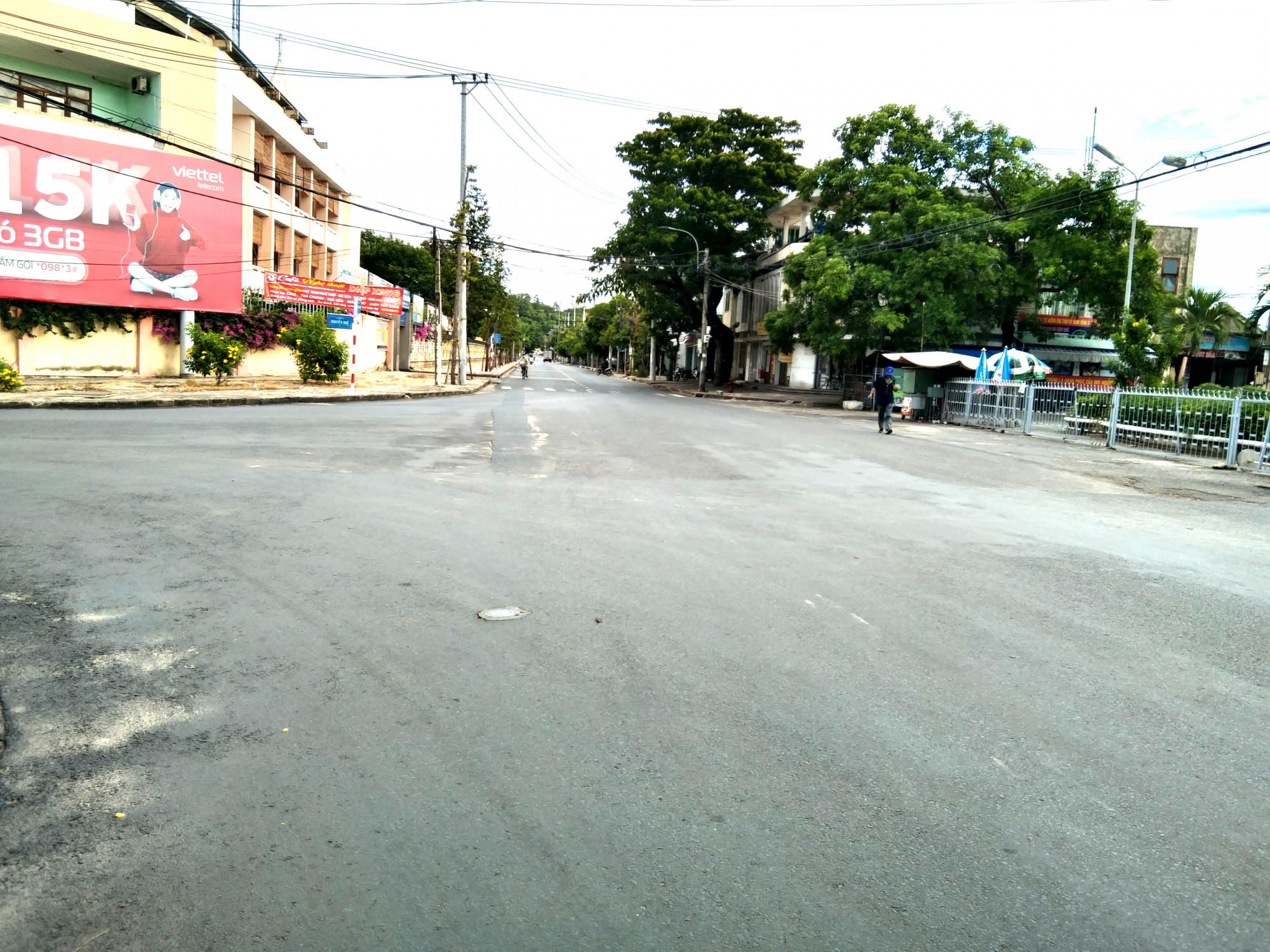 Đường phố Tuy Hòa (Phú Yên) sau ngày giãn cách xã hội