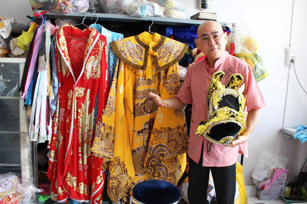 Nghệ sĩ Công Minh và phục trang do ông làm