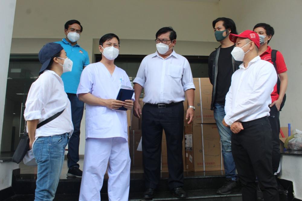 BSCKII Nguyễn Thành Dũng, Giám đốc Bệnh viện dã chiến số 2, cho biết Bệnh viện bắt đầu hoạt động từ ngày 5/7 và hiện đã đạt công suất 2.500 giường, hiện đội ngũ y bác sĩ và nhân viên đang nỗ lực hết sức để hoàn thành nhiệm vụ.