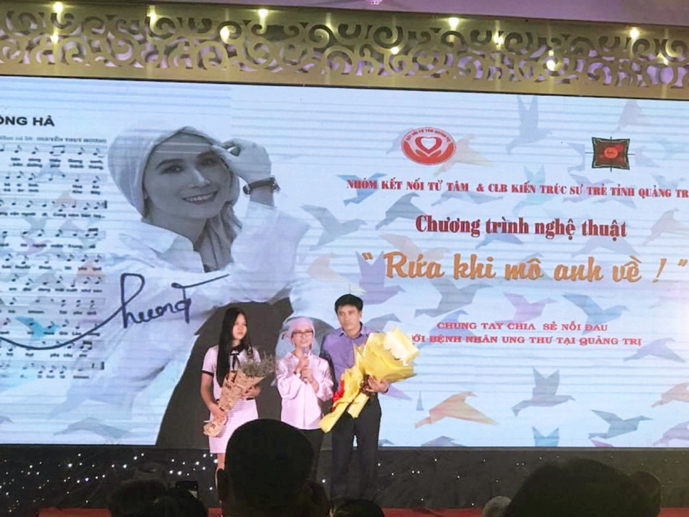 Gia đình chị Thúy Hương tại đêm nhạc gây quỹ cho bệnh nhân ung thư