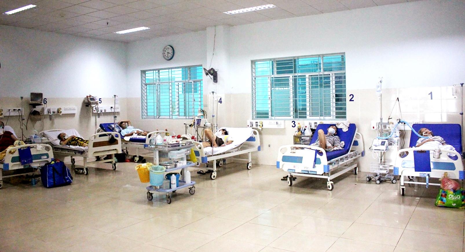 Điều trị cho bệnh nhân COVID-19 tại Bệnh viện Điều trị COVID-19 Gò Vấp - ẢNH: BỘ Y TẾ